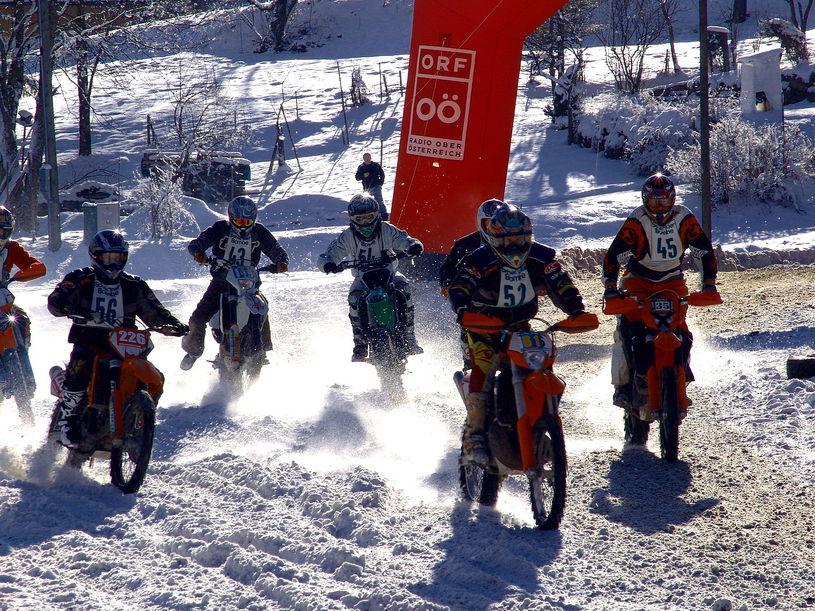 Wintermotocross in Gosau feiert 10-Jahres-Jubil�um